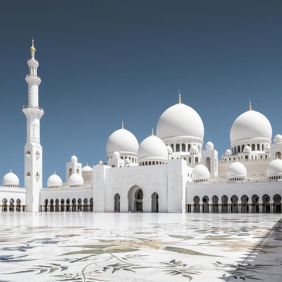 This image has an empty alt attribute; its file name is Sheikh_Zayed_Mosque_view.jpg